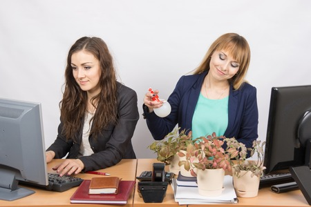 intrusive: Two office employee, one of which Florist amateur Stock Photo