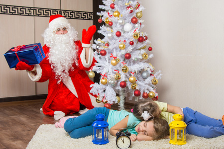 expected: Santa Claus in New Years Eve was surprised seeing the tree two sleeping children