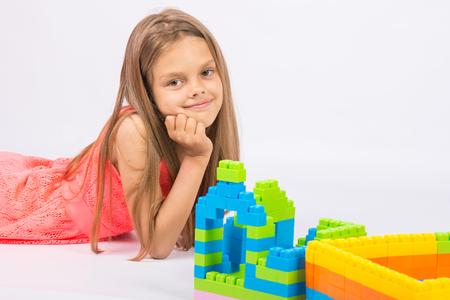 Девочка строит дом играть бесплатно