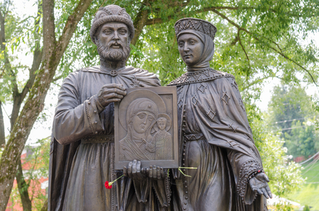 pious: Sergiev Posad - August 10, 2015: Close-up of individual sculptural composition of the Holy Prince Petr and Princess Fevronia Murom in Sergiev Posad, twentieth composition Editorial