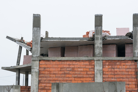 noncompliance: The collapse of the roof of the house under construction