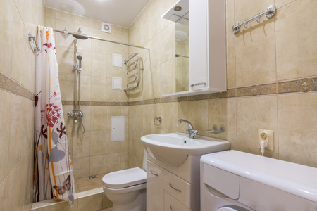 Interior of a small combined bathroom Stok Fotoğraf - 87165719