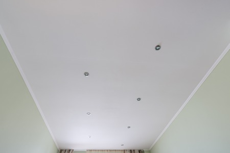 Lined false ceiling in the room 免版税图像