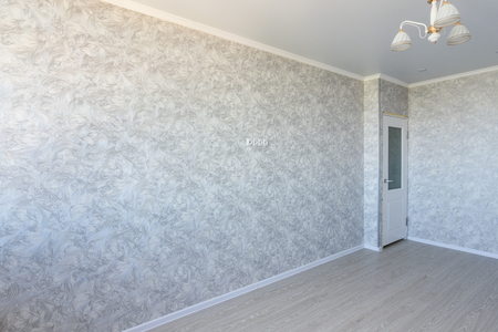 Interior of an empty renovated room, a TV is hanging on the wall Imagens