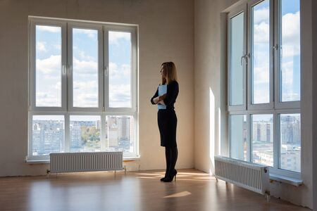 The realtor is still waiting for buyers to look out the window Archivio Fotografico