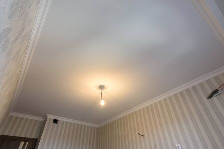 Plastered lined ceilings in the kitchen after renovation Standard-Bild