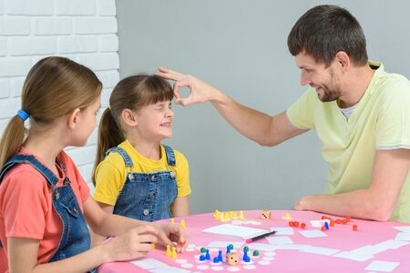 Dad punches a girl who lost in a board game