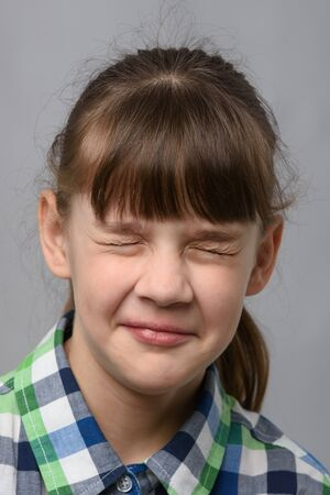 Portrait of a ten-year-old girl who closed her eyes, European appearance, close-up Foto de archivo