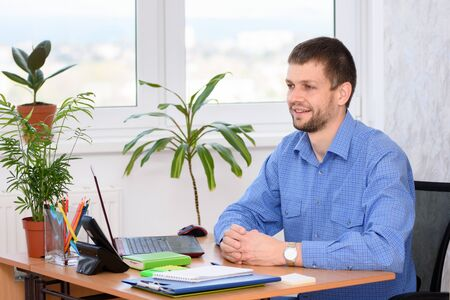 The office employee at the workplace receives the client