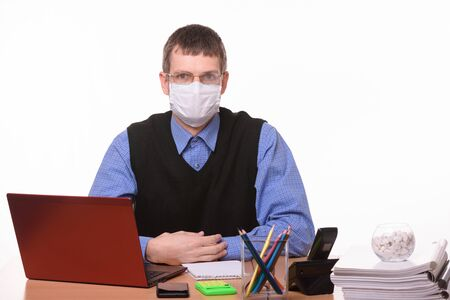 The office clerk from a medical mask sweats glasses