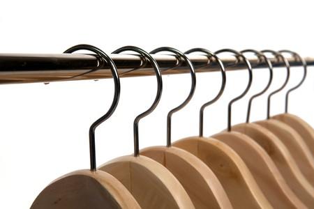 H�lzern Kleidung Hangers auf ein wei�er isolierte Hintergrund  Lizenzfreie Bilder