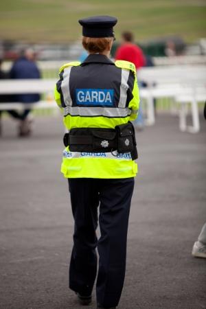 Female irischen Polizisten in Galway Rennen 2010