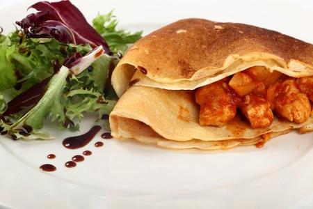 crepas: Pancakes deliciosos rellenas con pollo, Pineapples Y queso