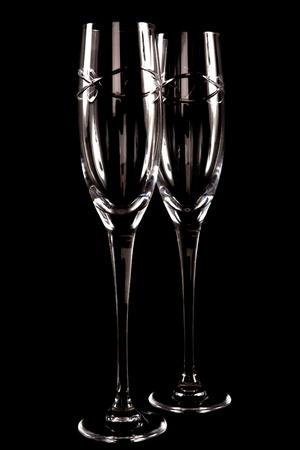 Zwei lebenden Crystal Champagner-Gl�ser, isoliert auf schwarz