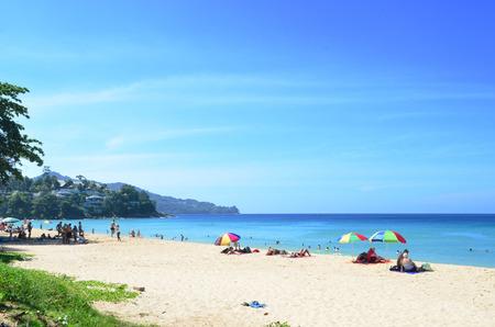 Tourists Relax on the beach in Phuket, Thailand Stockfoto
