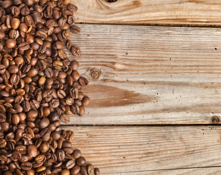coffe beans: dark coffee on the wooden table background
