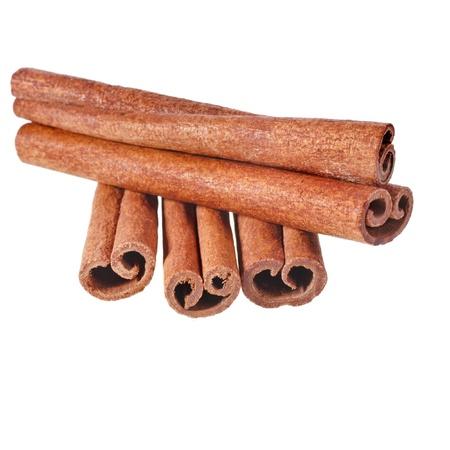 cinnimon: cinnamon sticks isolated on white background