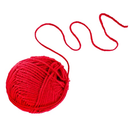gomitoli di lana: filo filo rosso isolato su sfondo bianco