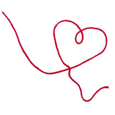 hilo rojo: ingenio hilo rojo signo corazón aislado sobre fondo blanco