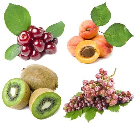 포도 수확: 신선한 잘 익은 과일의 컬렉션 세트 흰색 배경에 고립