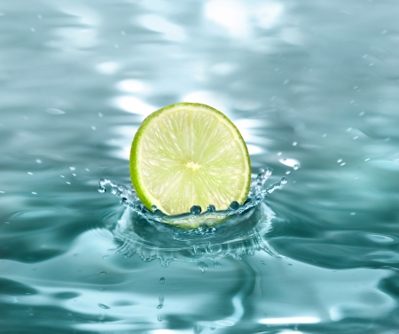 tumble down: slice lime falling in a refreshing drink