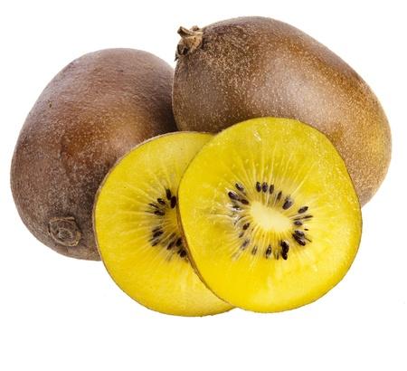 kiwi fruta: kiwi amarillo cerca aisladas sobre un fondo blanco Foto de archivo
