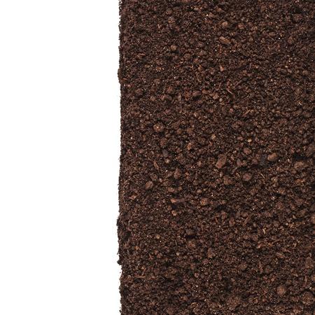 suelo arenoso: Cerca de la frontera con suelo orgánico aislado en fondo blanco