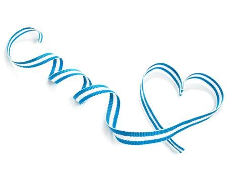 bandera honduras: D�a de la cinta cinta de la forma del coraz�n de San Valent�n s aislado en fondo blanco