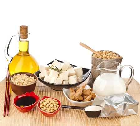 soja: Soia e prodotti di soia isolati su sfondo bianco Archivio Fotografico