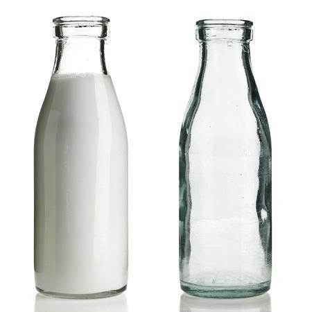 leche: Botella de leche de cristal retro aislado en blanco Foto de archivo