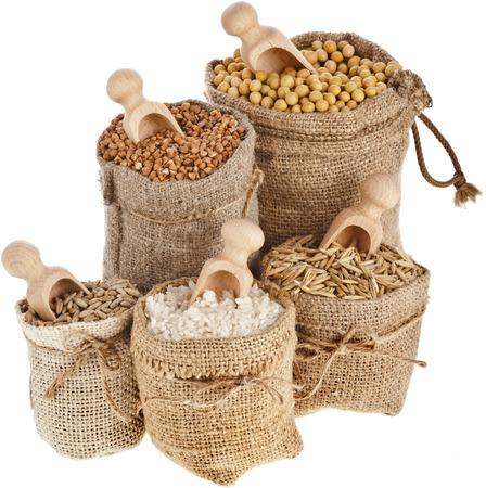 Corn Kernel Samenmehl und Getreide in Säcken Kollektion isoliert auf einem weißen Hintergrund