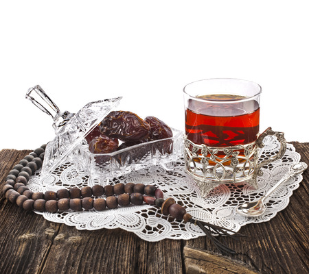 Ramadan festival eastern drink with dates in wooden table isolated on white background Banque d'images