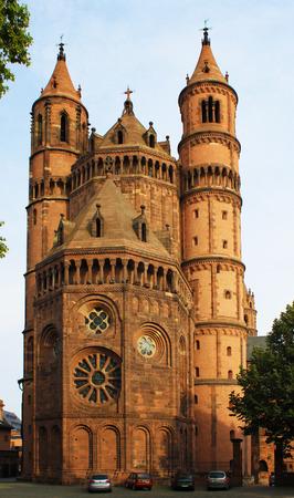 gusanos: Nueva-catedral románica de Worms