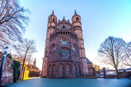 gusanos: Catedral Nueva Luz-rom�nica de Worms, Worms Catedral, Fondo Foto de archivo