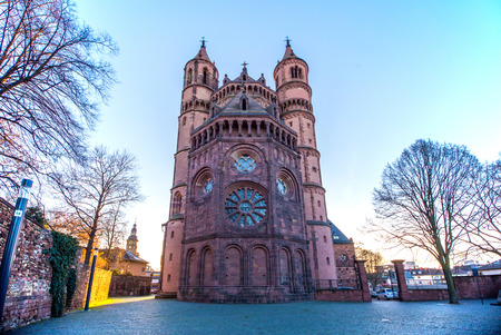 gusanos: Light New-Romanesque Cathedral in Worms, Worms Cathedral, Background Foto de archivo