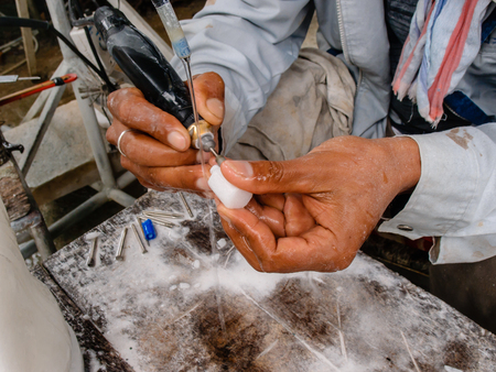 craft on marble: carving the stone
