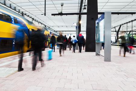기차 역에서 통근