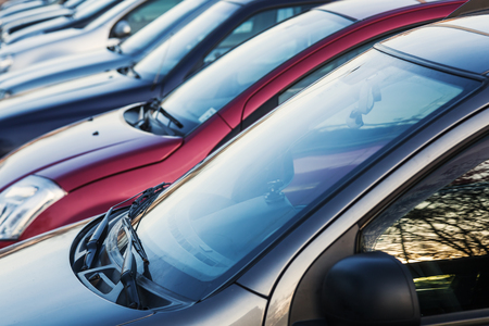 Parked cars in a row Zdjęcie Seryjne