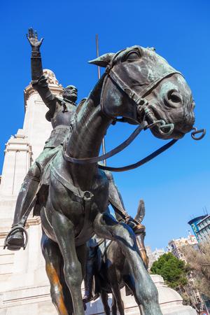 don quijote: estatua de bronce de Don Quijote y Sancho Panza en Madrid, Espa�a