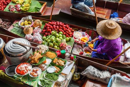 Drijvende markt Damnoen Saduak in Bangkok, Thailand Stockfoto