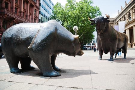 프랑크푸르트 암 마인, 독일 증권 거래소 앞에서 불 및 곰 동상