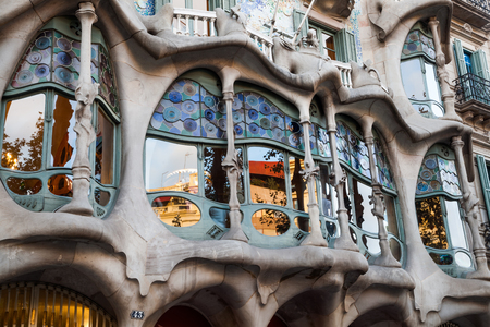 바르셀로나에서 카사 Batllo의 창, 스페인 ?? 스톡 콘텐츠