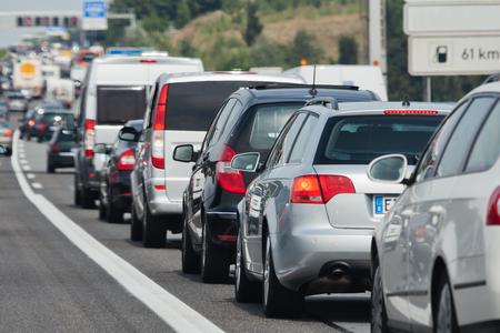 mermelada: atasco de tr�fico en una autopista vacaciones