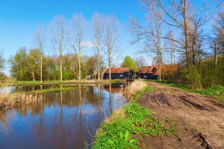 molino de agua: Molino de agua en las inmediaciones Kollen Nuenen, Pa�ses Bajos, donde Van Gogh vivi�, pint� tambi�n este molino hist�rico
