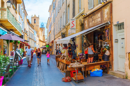 en: Aix en Provence, France - July 27, 2016: old town of Aix en Provence with unidentified people. Aix en Provence is the historical capital of the Provence with today approximately 143.000 inhabitants.