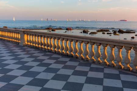 Livorno Zwei Fischer Auf Der Terrazza Mascagni Lizenzfreie Fotos ...