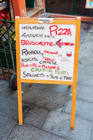 menue: picture of an outside menue board of an Italian restaurant