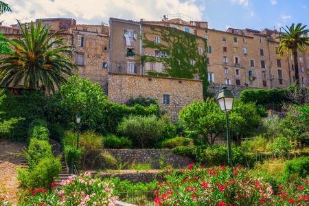 Bergdorf Seillans in der Provence, Frankreich Standard-Bild - 68515176