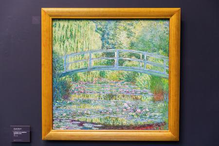 París, Francia - 19 de octubre, 2016: la pintura de Claude Monet en el Museo de Orsay, París. Alberga en la antigua estación de Orsay, una estación de ferrocarril de Bellas Artes. Es uno de los más grandes museos de Europa