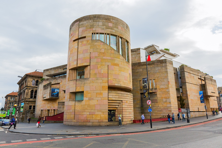 Edinburgh, Scotland - September 09, 2016: National Museum of Scotland with unidentified people. In 2016 the museum had 1.81 mio visitors the year, making it Scotlands most popular visitor attraction Publikacyjne